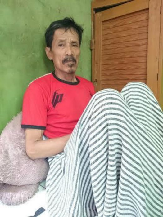 Kakek Sinin - Indonesian man who can lay eggs